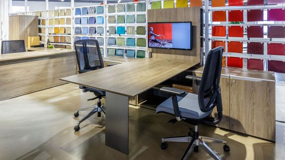 Modern Office Desks in Los Angeles